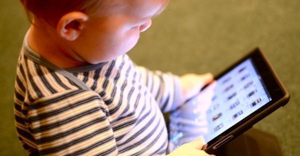 Τα tablets και τα smartphones μπορεί να επηρεάζουν την κοινωνική και την συναισθηματική ανάπτυξη
